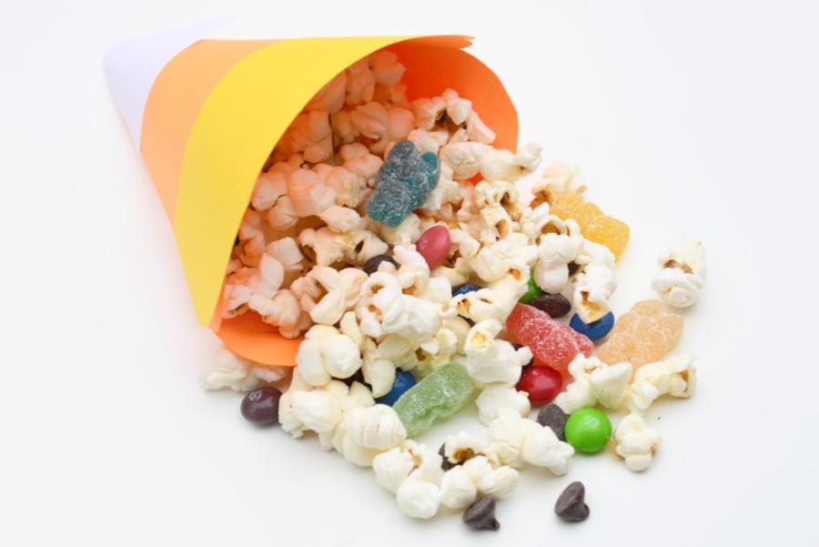 diy-candy-corn-treat-cup.jpg