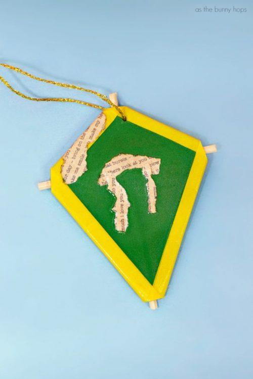 Mary-Poppins-Kite-Ornament-700x1050.jpg